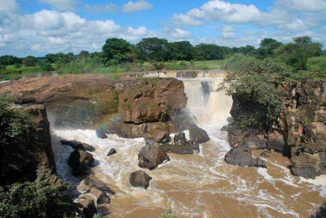 Cachoeira de Missão Velha durante período chuvoso (inverno)